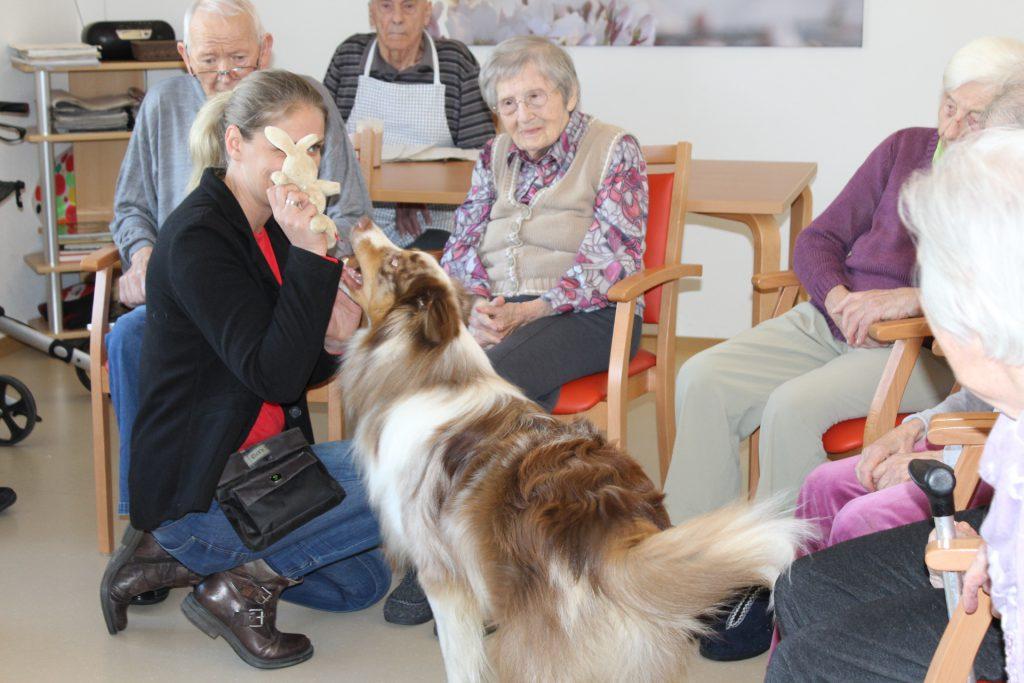 Frau Tek und Hund Gino