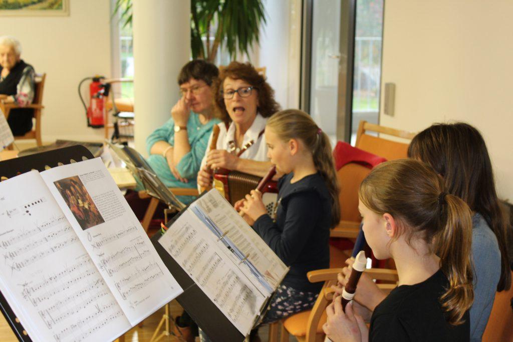 I mecht gern – Frau Neuleitner mit ihrer Musikgruppe