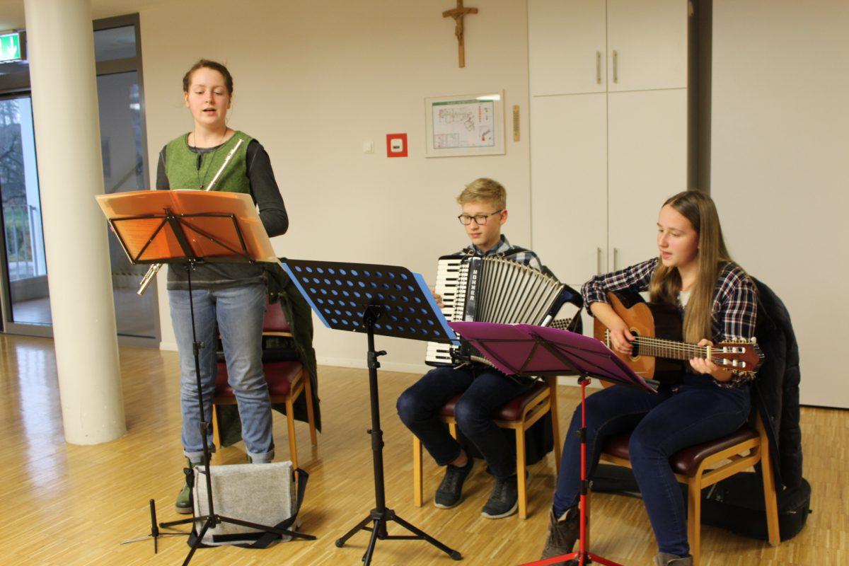 Adventliche Stunde mit jungen Musikern